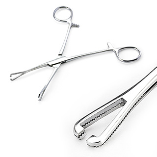 Mini pince clamp triangulaire ouverte (Pennington Slotted Forceps)