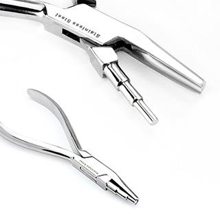 Plieur pour piercing nez type anneau