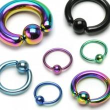 Piercing anneau captif en titane anodisé